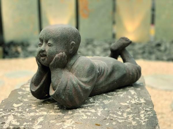 Little Shaolin liegend