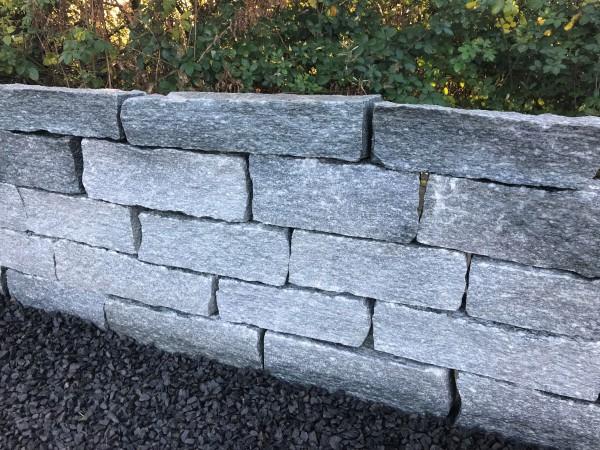 Gneis-Trockenmauer