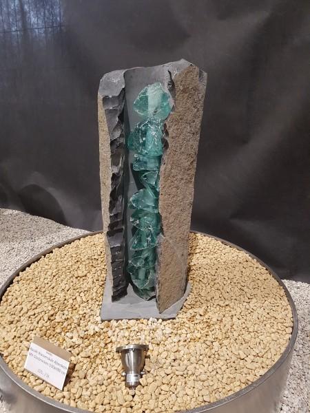 Basalt Wassersäule Aberdeen mit Glasbrocken