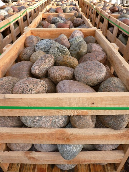 Granit-Findlinge, sortiert
