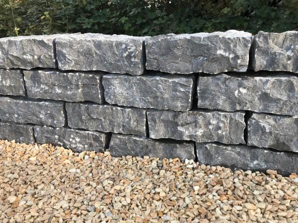 Limestone Trockenmauer, anthrazit, gestockt