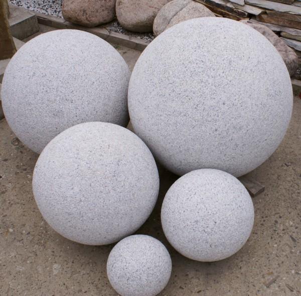 Granit-Kugel grau, gestockt