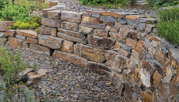 Grauwacke bunt Trockenmauer