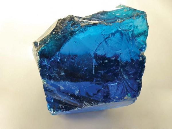 Glasbrocken hellblau